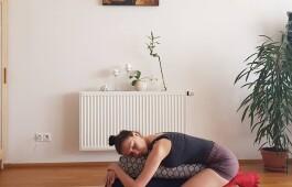 Йога во время месячных: можно или нужно?