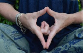 Мудры в кундалини-йоге: что это такое и как делать