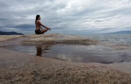 Хатха-йога и кундалини: чем отличаются и что выбрать