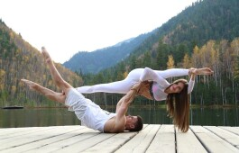 Парная йога или вдвоем веселее!