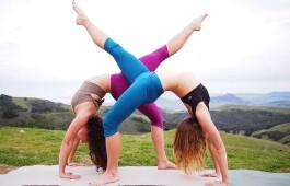 Йога челлендж на двоих и больше человек, упражнения и правила