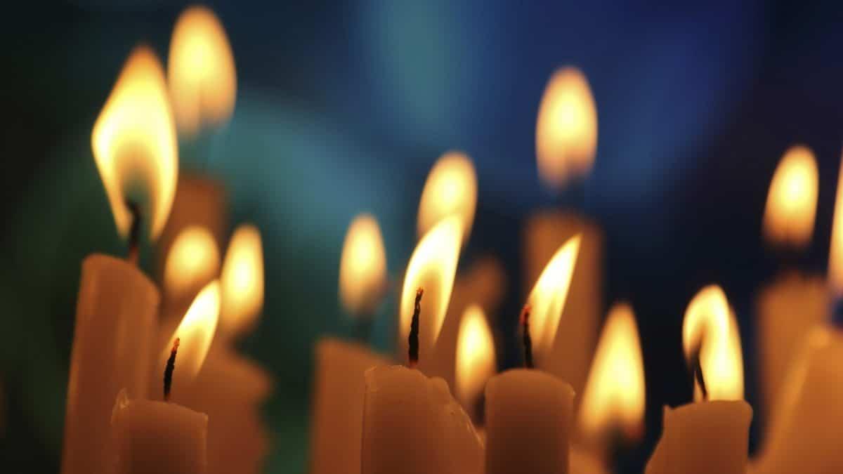 Чистка чакр пламенем свечи
