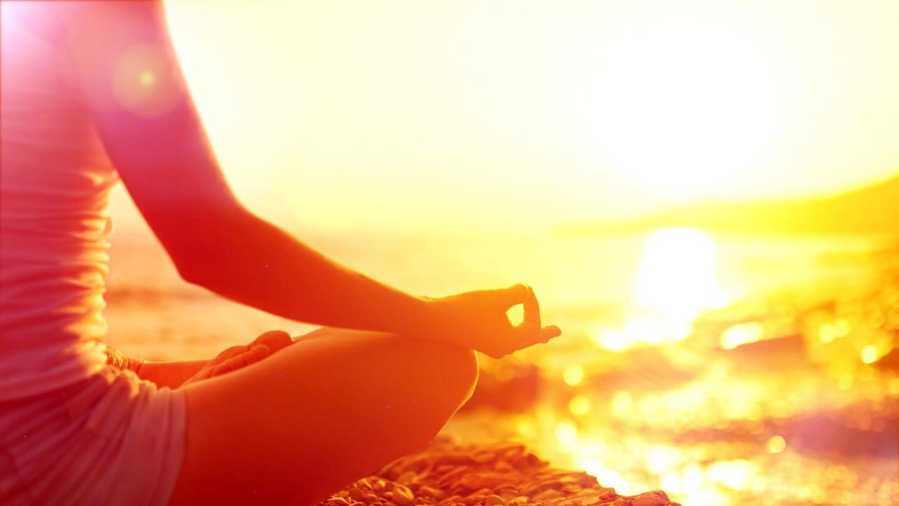 медитация в солнечных лучах