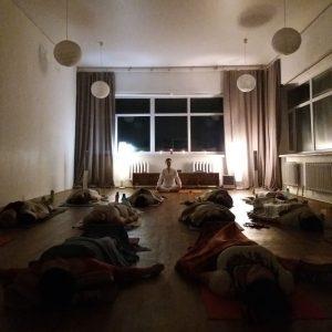 Женская практика Кундалини в йоге